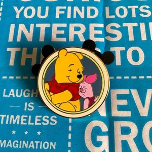 Disney's Best Friends Mystery Pin Pooh and Piglet